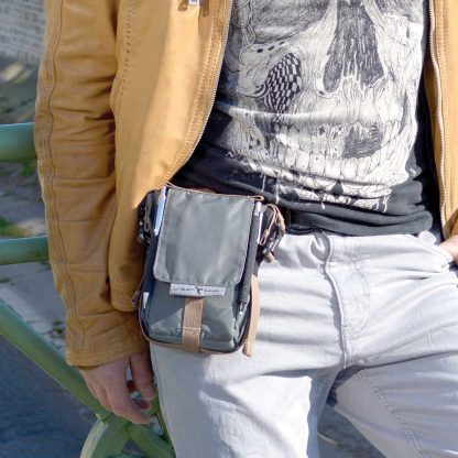 travelKit is a strong & durable 6´´ sized phone carry pouch fror belts