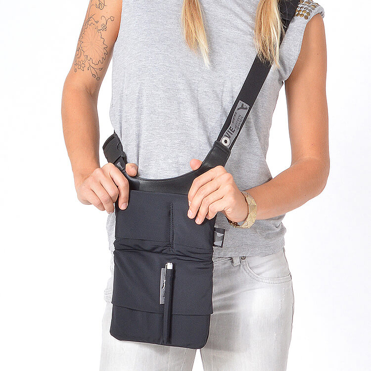 Stylish shoulder tablet and smartphone bag URBAN TOOL ® slotbar