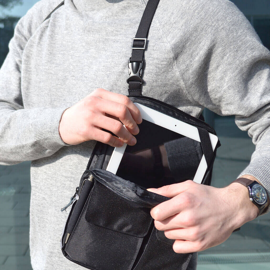 3-in-1 tablet bag detail 12´´ compartment