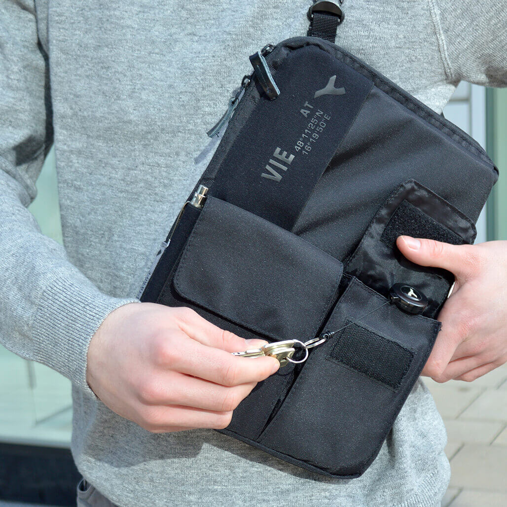 3-in-1 tablet bag detail key yoyo