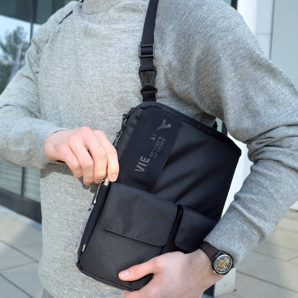 3-in-1 tablet bag detail pen case