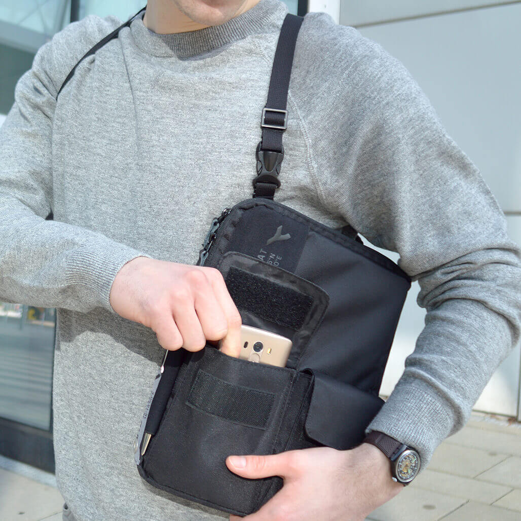 3-in-1 tablet bag detail phone pocket